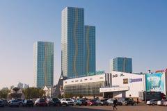 Sikt till de moderna byggnaderna av det storslagna Alatau bostads- komplexet i Astana, Kasakhstan Royaltyfria Foton