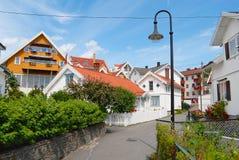 Sikt till de traditionella norrmanhusen i Frogn, Norge Royaltyfri Fotografi