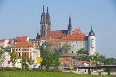 Sikt till den Albrechtsburg slotten och den Meissen domkyrkan i Meissen, Tyskland Royaltyfri Foto