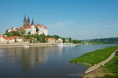Sikt till den Albrechtsburg slotten och den Meissen domkyrkan från den motsatta banken av Elbe River i Meissen, Tyskland Arkivbilder