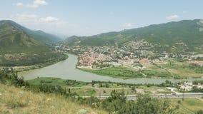 Sikt till den forntida staden Mtskheta från Jvari område - Georgia lager videofilmer