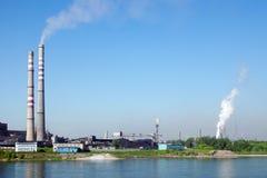 Sikt till den industriella delen av den Kemerovo staden Royaltyfri Foto