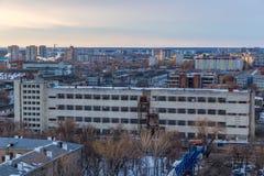 Sikt till den industriella zonen av Voronezh den mekaniska växten, övergiven byggnad Fotografering för Bildbyråer