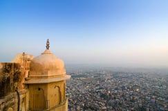 Sikt till den Jaipur staden från det Nahargarh fortet arkivbilder