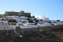 Sikt till den Mertola staden Alentejo portugal Arkivbilder