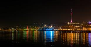 Sikt till den nattBaku staden Fotografering för Bildbyråer