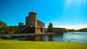 Sikt till den Olavinlinna slotten, Savonlinna, Finland Arkivfoto