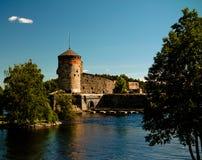 Sikt till den Olavinlinna slotten, Savonlinna, Finland Arkivbilder