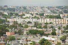 Sikt till den Santo Domingo staden från taköverkanten av fyren av Christopher Columbus i Santo Domingo, Dominikanska republiken Royaltyfri Fotografi