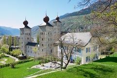 Sikt till den Stockalper slottbyggnaden i fängelset (Fängelse-Glisen), Schweiz arkivfoto