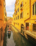 Sikt till den storslagna kanalen och akademin i Venedig Arkivfoto