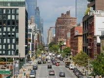 Sikt till den 10th avenyn från den höga linjen, Manhattan Royaltyfri Fotografi