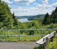 Sikt till den Wiehltalsperre behållaren, Bergisches land, Tyskland Arkivbilder