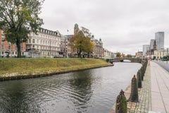 Sikt till det centrala Stationin området, Skeppsbron gata, i Malmo, Sverige Royaltyfria Bilder