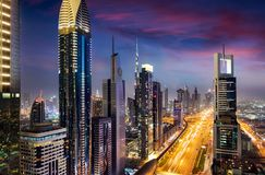 Sikt till det finansiella området och cityen av Dubai, UAE royaltyfri foto