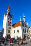 Sikt till det gamla stadshuset i Munich Royaltyfri Foto