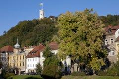 Sikt till det Ljubljana slottet i höst Royaltyfri Fotografi