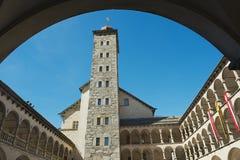Sikt till det Stockalper slotttornet i fängelset (Fängelse-Glisen), Schweiz royaltyfria foton