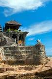 Sikt till det Tanah mycket tempelet Royaltyfria Bilder