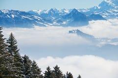 Sikt till fjällängarna från det Pilatus berget i Luzern, Schweiz Royaltyfria Bilder