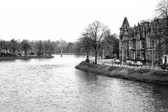Sikt till floden Ness i Inverness, Skottland royaltyfria foton