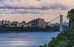 Sikt till George Washington Bridge och Hudson River Arkivbild