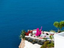 Sikt till havet från den Oia byn av den Santorini ön i Grekland Arkivbild