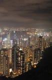 Sikt till Hong Kong från Victoria Peak vid natt Royaltyfri Fotografi