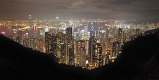 Sikt till Hong Kong från Victoria Peak vid natt Fotografering för Bildbyråer