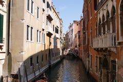 Sikt till kanalen i Venedig Royaltyfria Foton