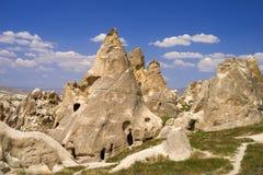 Sikt till klippaboningar i Cappadocia, Turkiet Forntida cavetown nära Goreme Royaltyfria Bilder
