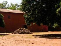 Sikt till kungliga slottar av Abomey, Benin royaltyfria bilder