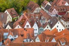 Sikt till röda tak av gamla traditionella tyska hus, dåliga Wimpfen Royaltyfri Fotografi
