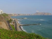 Sikt till söderna av Lima från det Miraflores området Arkivbild