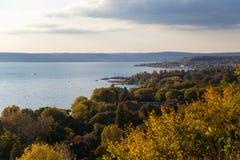 Sikt till sjön Balaton Arkivbild