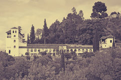 Sikt till slotten av Generalife granada Royaltyfri Bild