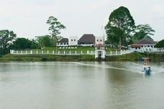Sikt till slotten för Astana regulator` s i Kuching, Malaysia Arkivfoto