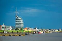Sikt till staden Bremerhaven i Tyskland royaltyfria foton