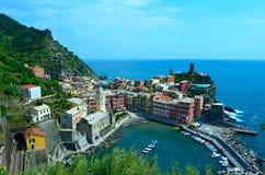 Sikt till Vernazza på Italien Arkivbild