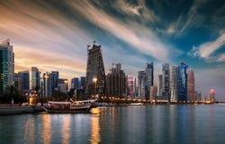 Sikt till Westbayen av Doha, Qatar fotografering för bildbyråer