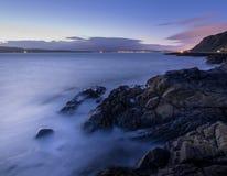 Sikt upp floden Clyde på skymning Fotografering för Bildbyråer
