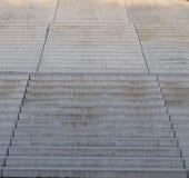 Sikt uppför trappan till stora breda konkreta moment Royaltyfria Foton