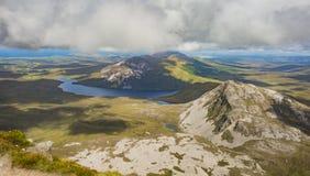 Sikt uppifrån av monteringen Errigal, Co Donegal arkivfoto