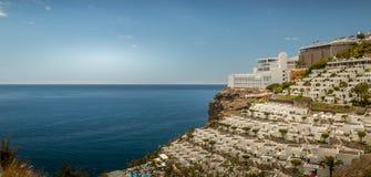 Sikt ut till havet i granen canaria royaltyfria foton