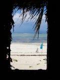 Sikt ut ur strandkoja Arkivbilder