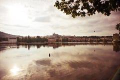 Sikten över den Vltava floden Arkivbilder