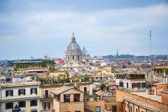 Sikten över Rome från kyrka av den Trinite deien Monti upptill av spanjormomenten med dess egyptiska obelisk i Rome Italien Arkivbilder