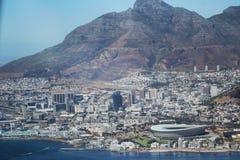 Sikten över stad och tabellberg från seaa sid arkivfoton