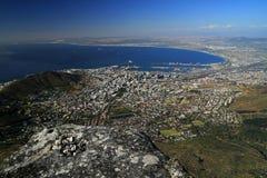 Sikten över stad och tabellberg från seaa sid Arkivfoto