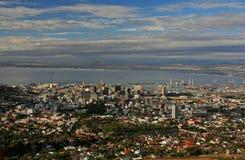 Sikten över stad och tabellberg från seaa sid Arkivbilder
